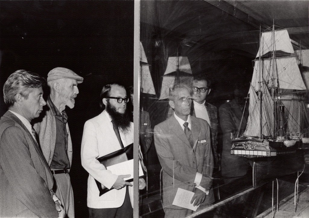 Sept 1974, Soviet scientists being shown the Crabtree models by August F. Crabtree