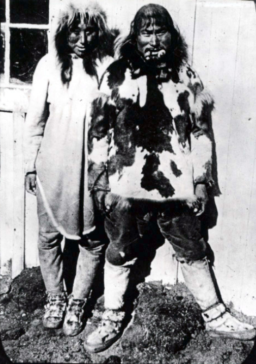 Photograph of Mungi and his wife on Herschel Island.