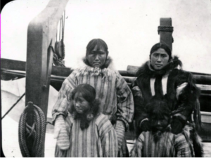 Picture of Inuit family from